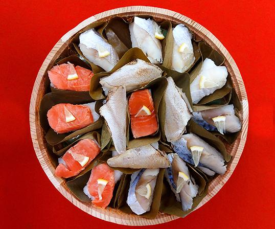 《金沢・金澤玉寿司》柿の葉寿司 9号桶